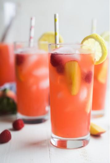 Homemade Raspberry Peach Lemonade  #drink #lemonade