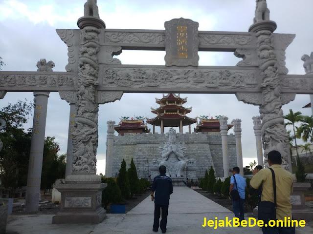 Gerbang Wihara Patung Seribu Tanjung Pinang