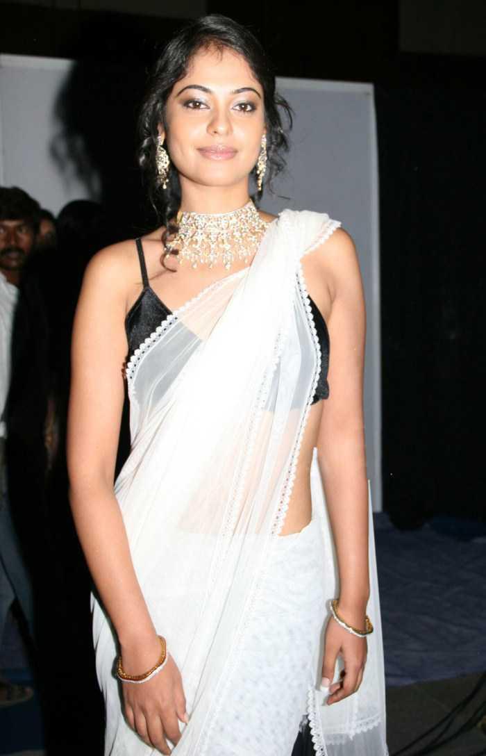 Bindu Madhavi Hot Photos In White Saree