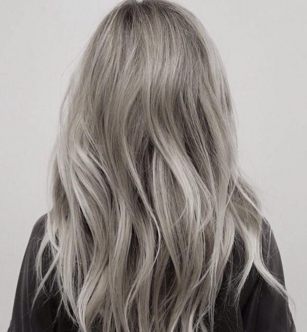 Cheveux blancs sur cheveux longs