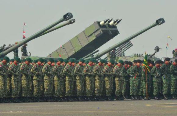 Peluncur MLRS Astros II pada HUT TNI 2012