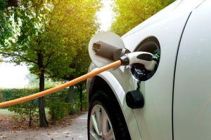 Prohíben los autos a gasolina a partir del 2035 en California
