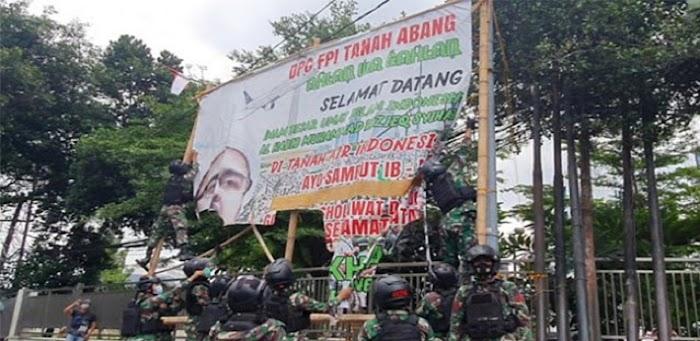 Haris Azhar: TNI Sampai Turun Tangan Copot Baliho HR5, Ada Kandungan Perang?