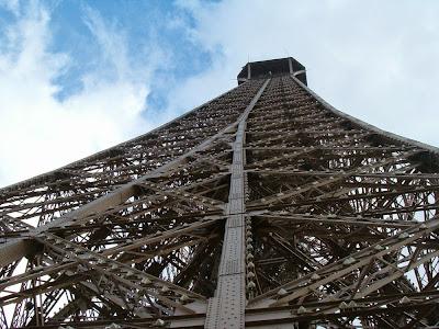 """eiffel5 - El """"secreto"""" que oculta la Torre Eiffel en su punto más alto"""