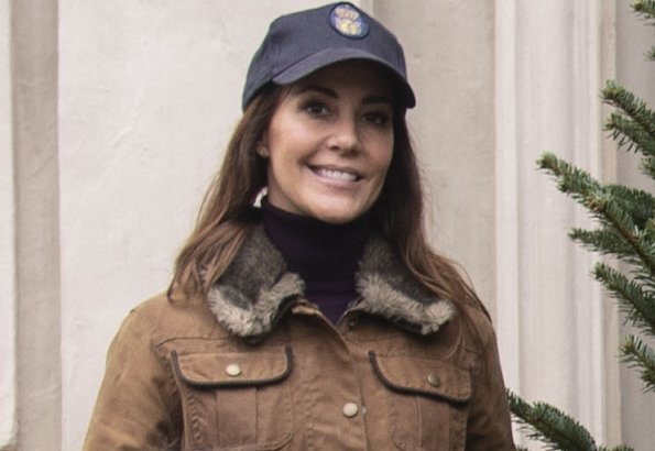 Princess Marie wore  a fur trim utility jacket from Barbour. Princess Athena wore a navy blue puffer piping jacket from Zara