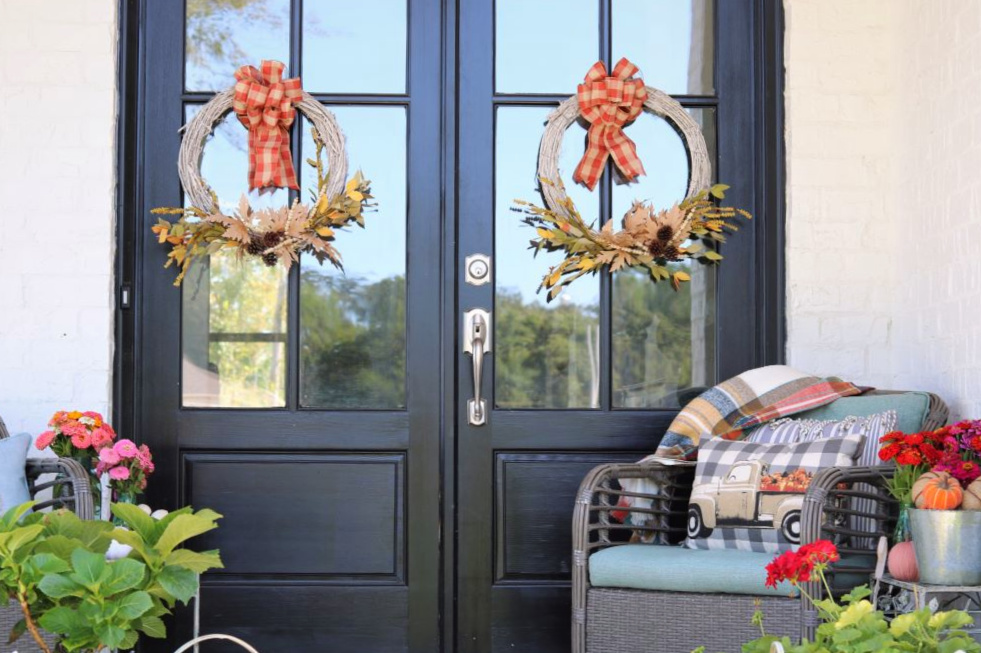 decorating-southern-farmhouse-cottage-fall-wreaths-athomewithjemma