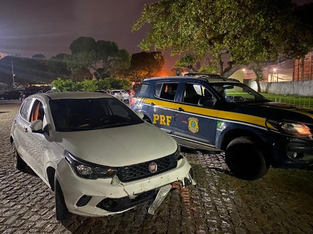 Dupla é presa após abastecer carro em posto de combustíveis e fugir sem pagar a conta no RN