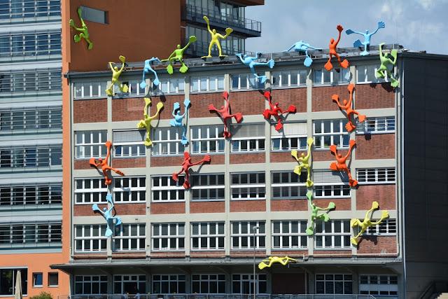 Medienhafen Dusseldorf facede climbing
