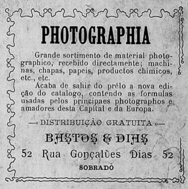 Anúncio antigo promovendo a venda de equipamentos de fotografia em 1902