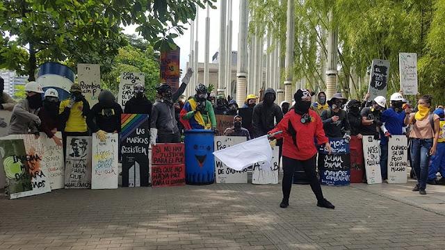 Resultado de imagen para encapuchados manifestaciones colombia