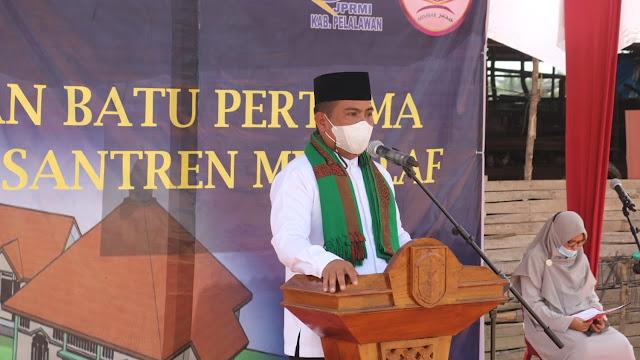Bagi Bupati Pelalawan H. Zukri, Jabatan bukanlah sesuatu yang istimewa, melainkan sebuah amanah dan dedikasi.