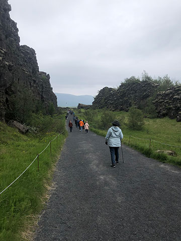 Walking above the spreading zone between two tectonic plates (Source: Palmia Observatory)