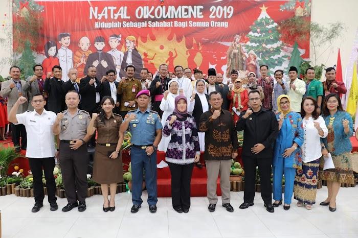 Hadiri Perayaan Natal Oikoumene, Wagub Nunik Ajak Jaga Kehidupan Harmonis Antarumat Beragama