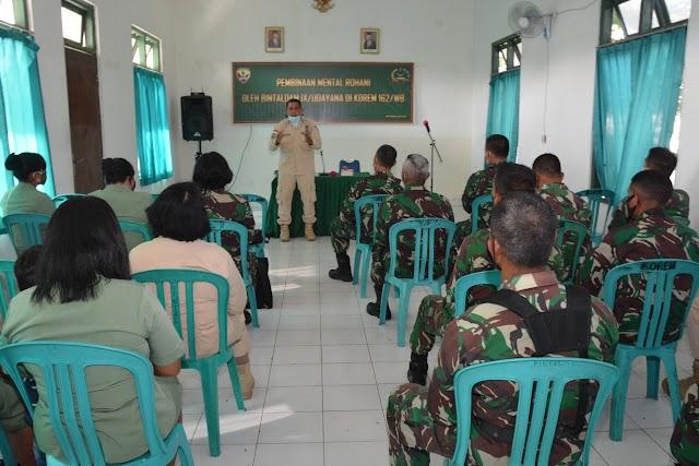Prajurit Korem 162/WB Terima Bintal Rohani dari Bintaldam IX/Udayana.