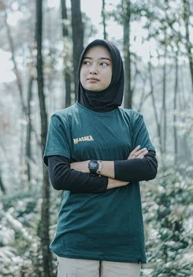 Hijab Pendaki Wanita