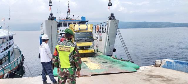 Penegakan Disiplin Protokol Kesehatan Dilakukan Personel Jajaran Kodim 0207/Simalungun Di Pelabuhan Tiga Ras