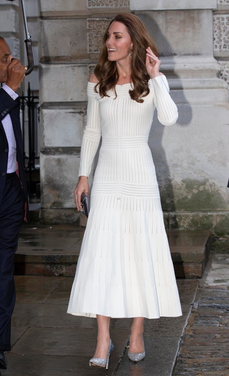 Os vestidos midi de Kate Middleton