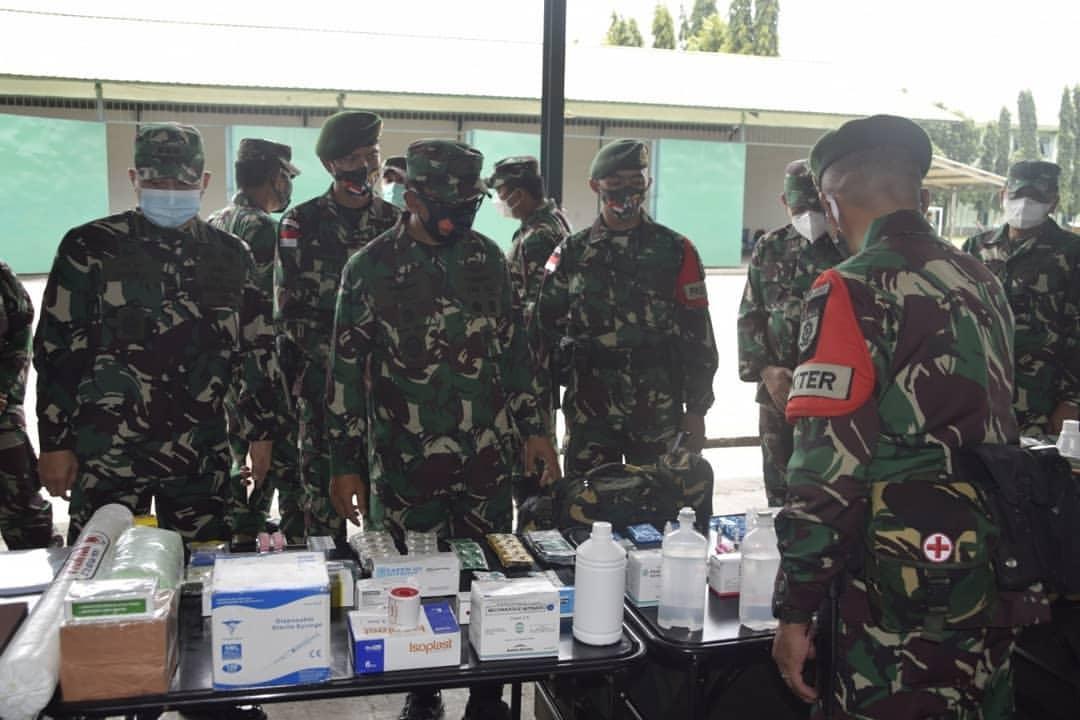 Waasops Panglima TNI Periksa Kesiapan Operasi Batalyon Armed 6  Kostrad di Makassar