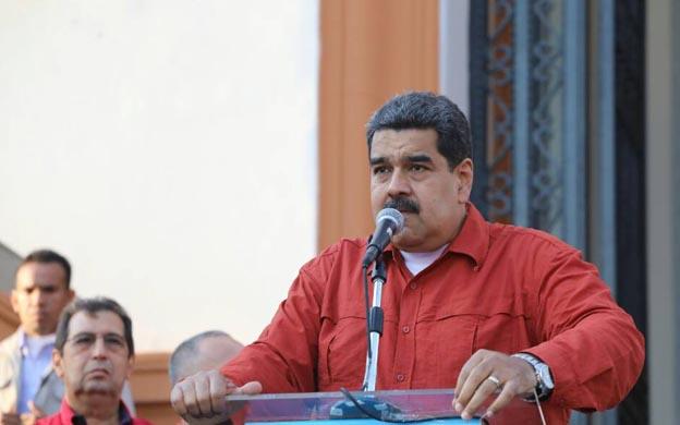 """Maduro llama """"sicario"""" al presidente de Francia"""
