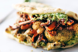 SPICY FALAFEL AND ROASTED VEGGIE NAAN-WICH #VEGAN #EASYRECIPES