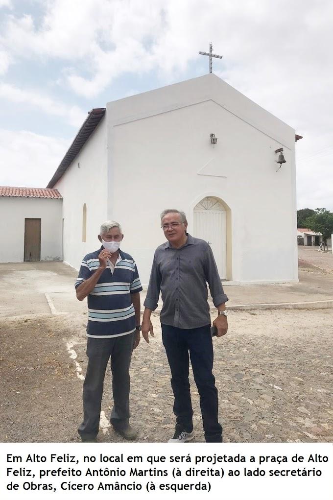Prefeito Antônio Martins visita área onde deverá ser construída a praça pública de Alto Feliz