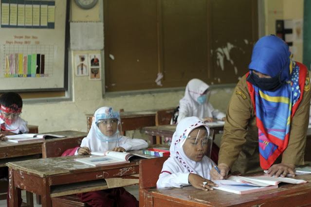 Ernes P: Guru Lebih Baik Dirumahkan, Daripada Dimakamkan