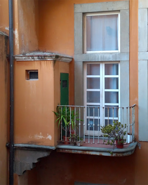 Small balcony in an inner courtyard, Via Pollastrini, Livorno