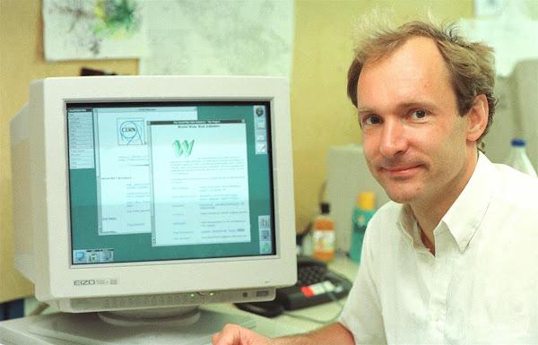 السير تيم مخترع الإنترنت وما جنسيته وكيف اخترعه