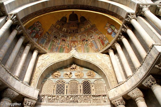 Decorazione di uno dei portali della Basilica di San Marco a Venezia