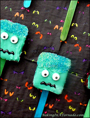 Brownie Brittle Monster Pops, fun Halloween treats made with caramel candies and brownie brittle | Recipe developed by www.BakingInATornado.com | #Halloween #recipe