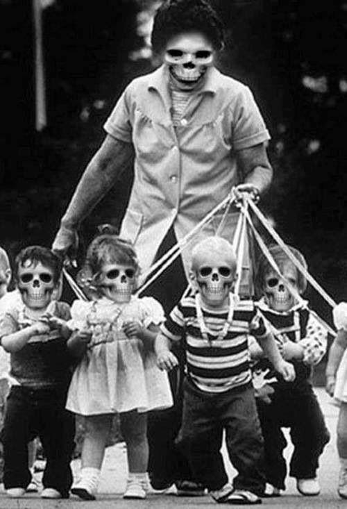 Dark Web, bambini in maschera, teschi