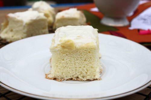 Bánh bông lan nhân kem tươi và sầu riêng