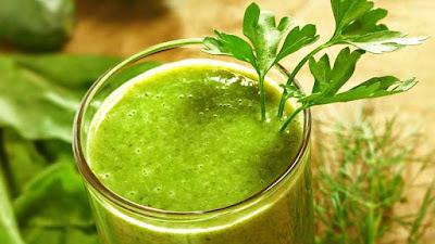 Cara Menghilangkan Minyak Berlebihan Pada Wajah Secara Alami dengan daun seledri