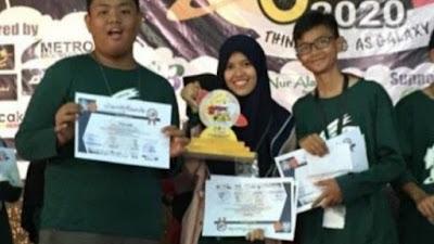 Pelajar Bone Berjaya di Pare-Pare, Sabet Juara 1 Lomba Debat Bahasa Inggris