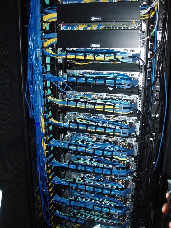 укладка кабелей в дата центре Ростелеком в Адлере