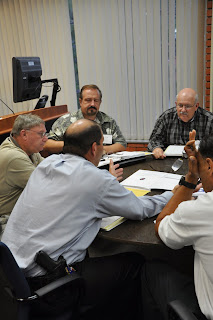 Law enforcement officers examine eyewitness identification procedures at a LEMIT training.