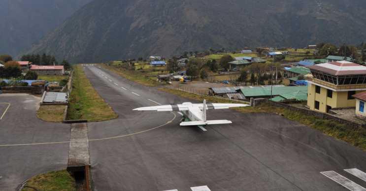 Nepal havaalani çok kısa olduğu için buraya iniş yapmak isteyen pilotları oldukça zorluyor.
