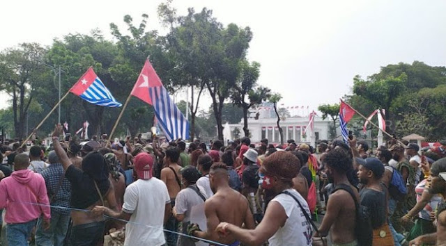 Teriak Papua Merdeka! Bintang Kejora Berkibar di Depan Istana