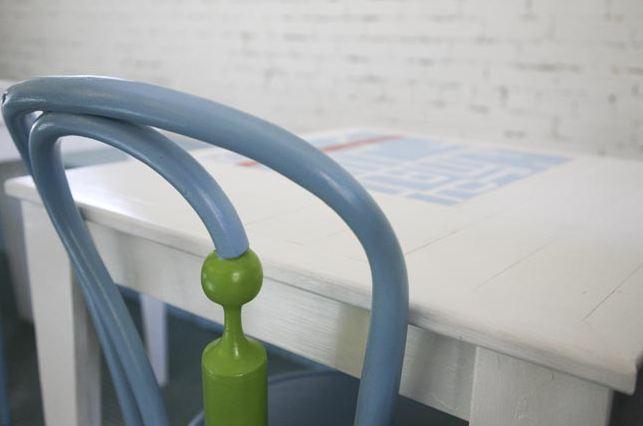 Sedie vintage colorate insolite designer annie coggan - Mobili colorati design ...