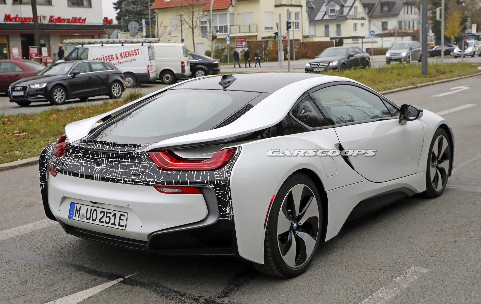 spy shooters snap what could be the bmw i8 s coupe. Black Bedroom Furniture Sets. Home Design Ideas