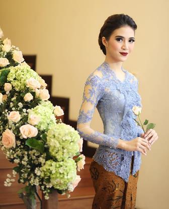 46+ Model Kebaya Brokat Modern Paling Baru