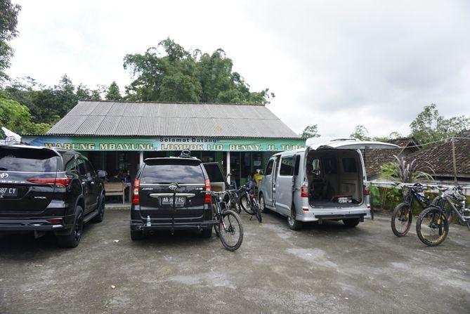 Warung Mbayung, tempat para pesepeda makan siang