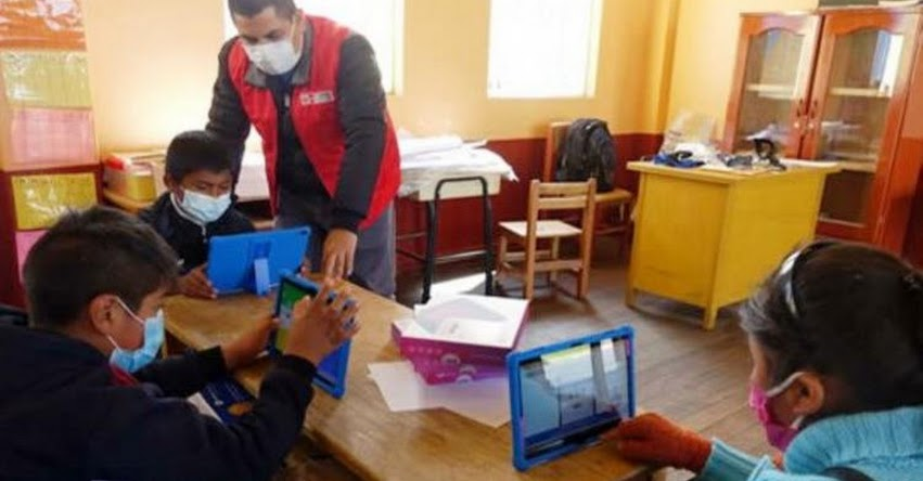 MINEDU: El próximo semestre empezarían las clases presenciales, informó el Ministro de Educación, Ricardo Cuenca
