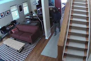كاميرات مراقبة داخل المنزل