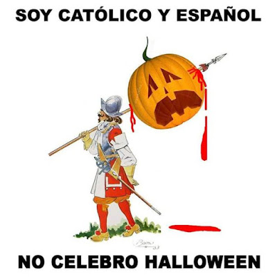 Un soldado de los Tercios Viejos con una calabaza de Halloween trinchada en la lanza