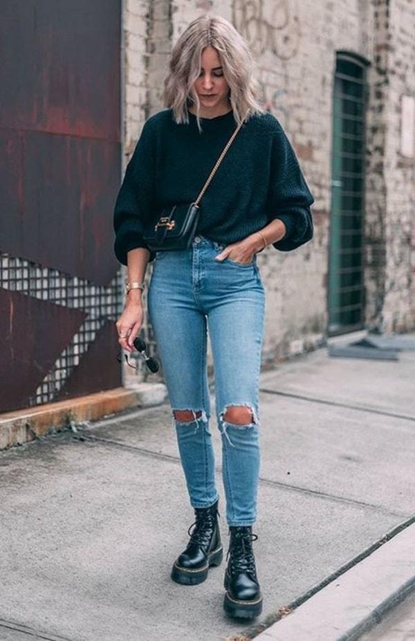look  calça jeans rasgada e coturno feminino