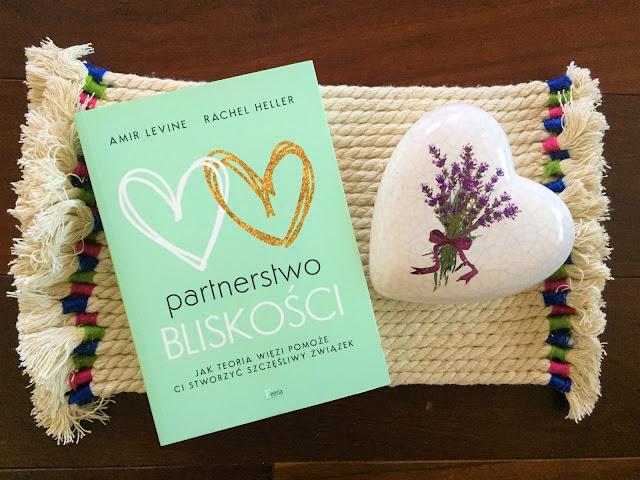 """Recenzje #152 - """"Partnerstwo bliskości jak teoria więzi pomoże ci stworzyć szczęśliwy związek"""" - okładka książki - Francuski przy kawie"""