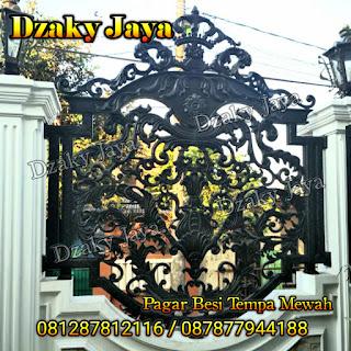 Foto pemasangan pagar tempa klasik mewah di Jakarta