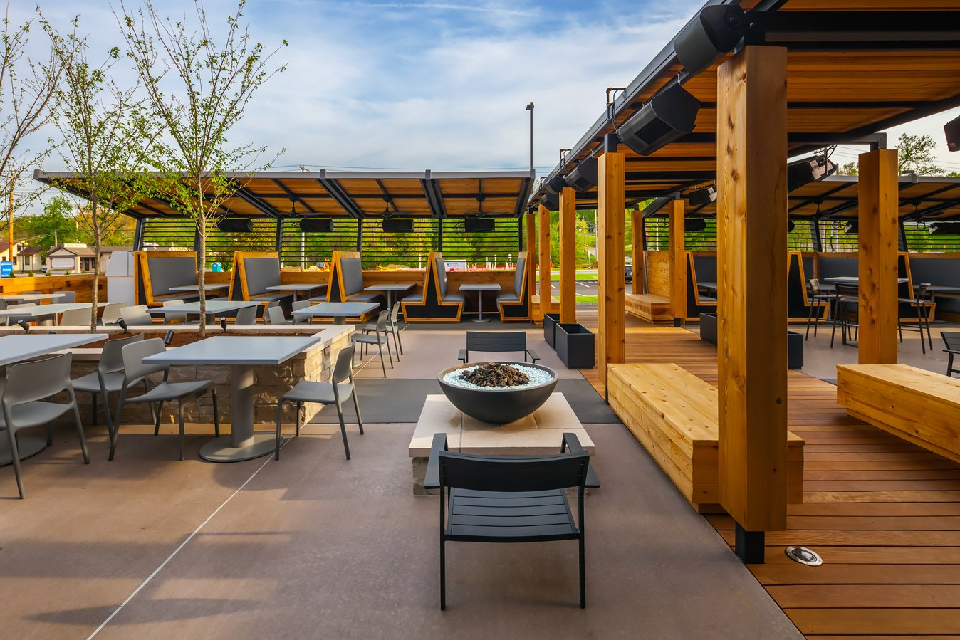 How the Design of a Restaurant Patio Affects the Overall Customer Experience