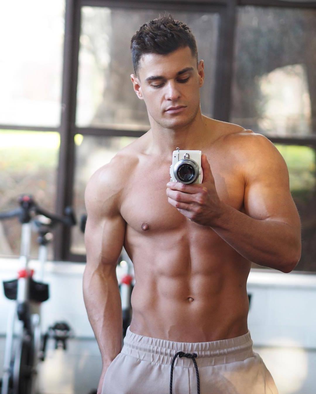 hot-guys-selfies-shirtless-fit-body